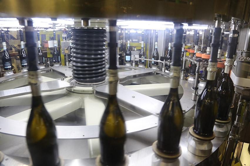 即使是贴牌酒,仍然是原瓶原装进口,但不同水平的酒款彼此品质天壤之别,图片来源:makrolabelling