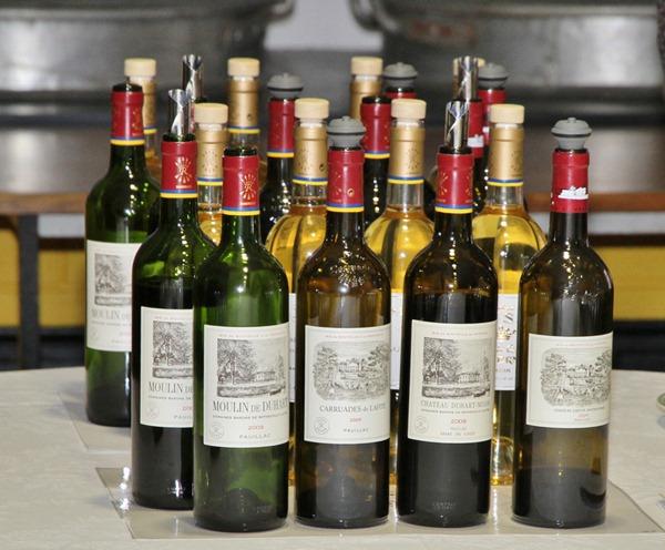 记者团品鉴了2008和2009年份的拉菲古堡和副牌拉菲珍宝,琉塞克庄园和杜哈米隆古堡正副牌共12款酒
