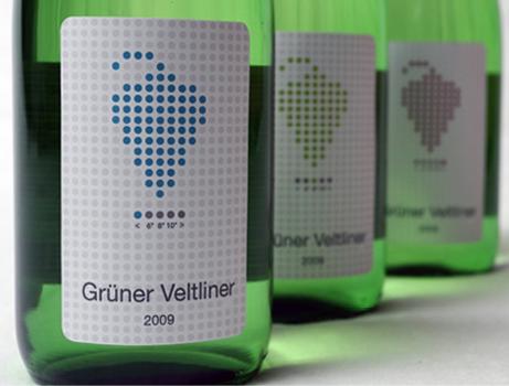 奥地利的一家酒商设计了一种随温度变化的酒标,来方便购买者确认什么温度下饮用。图片来源:julikawelge