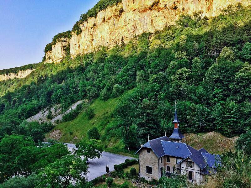 汝拉的峡谷美景