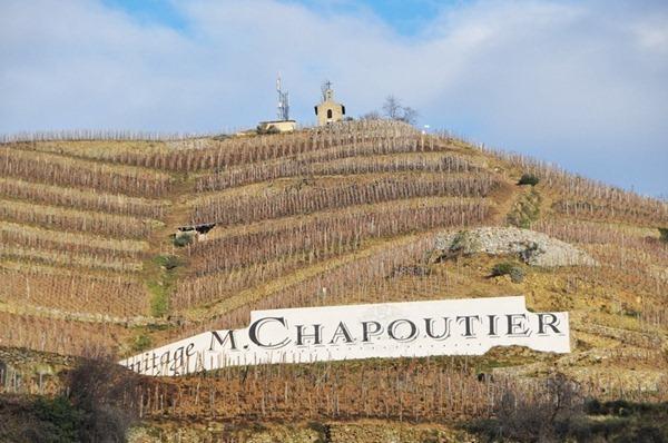 """罗纳河谷著名的埃米塔日(Hermitage)产区,顶上那座便是嘉伯乐酒庄(Paul Jaboulet Aîné)著名的""""小教堂""""(La Chapelle),来源:知味葡萄酒杂志"""