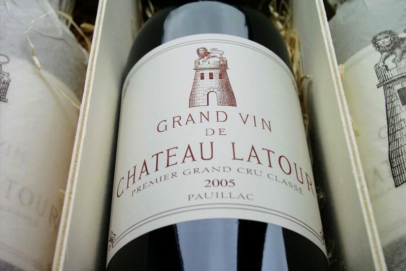 拉图酒庄(Chateau Latour)的酒标,来源:thebordeauxcellar.co.uk