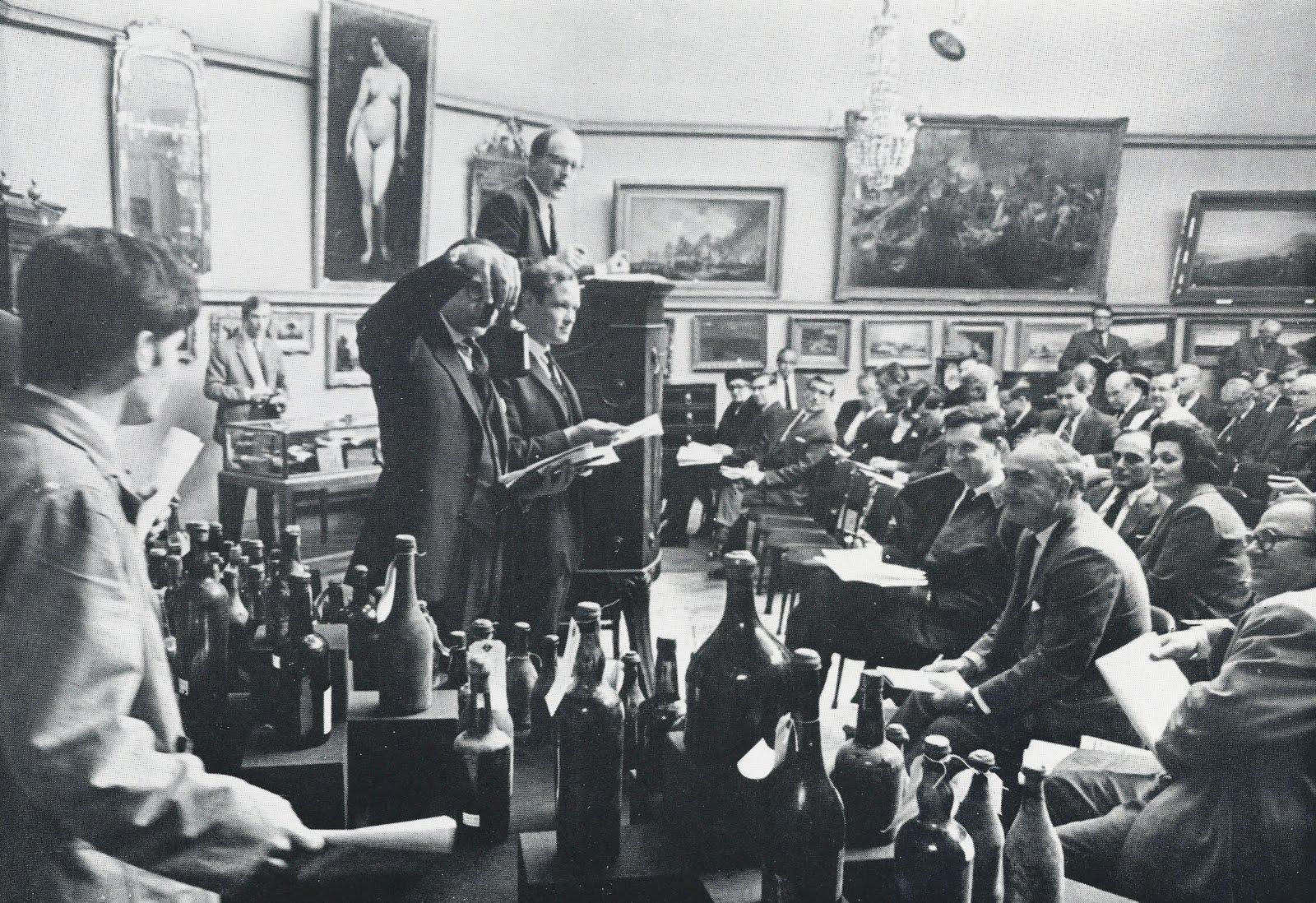 1966年拍卖会,台上就是 Broadbent,图片来源:佳士得