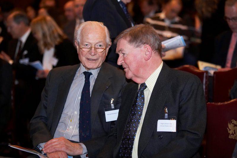Michael Broadbent 和著名葡萄酒作家 Hugh Johnson