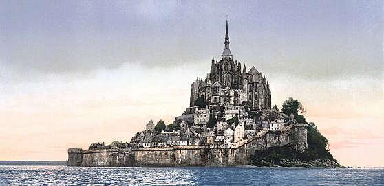 法国非常著名的圣米歇尔修道院,位于诺曼底