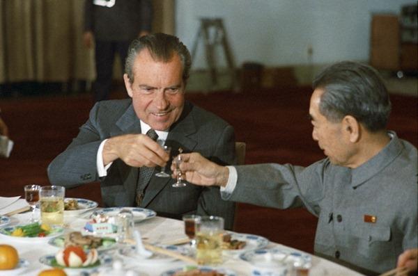 1972年尼克松访华时,周恩来总理敬酒