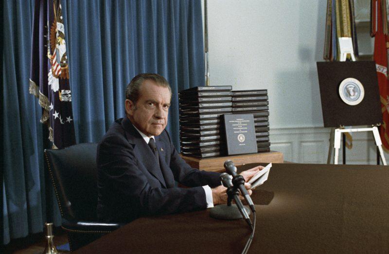 虽然尼克松对水门事件负全责,但1973年时,公众还不知道这件事