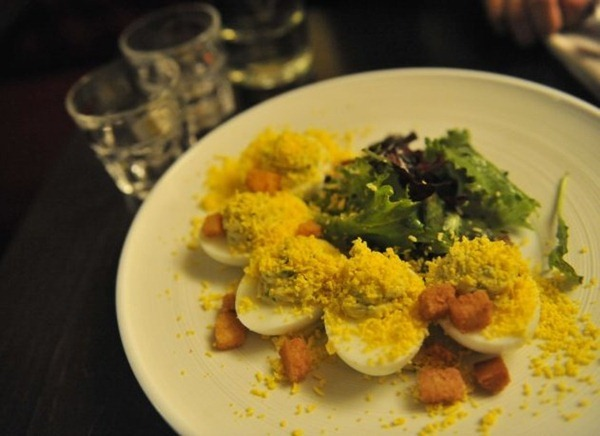 蛋黄酱水煮蛋色拉(Oeufs mimosa comme autrefois 11€)
