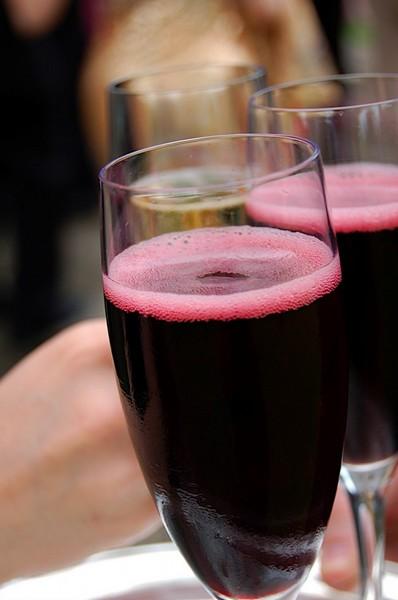 甜红起泡酒喝起来是这么个效果