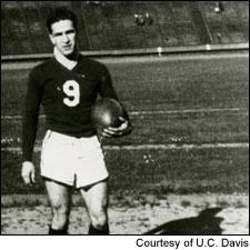 大学时的Robert,他和弟弟在学生时代的轨迹惊人的相似,两人都是当时大学的橄榄球队长和学生会主席。这家人的基因太逆天了