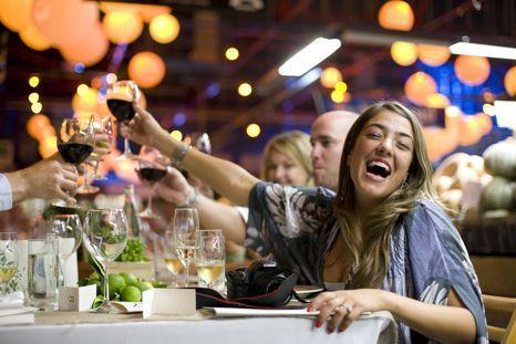 没错,右一就是我。图片来源:www.adelaidepartybuses.com.au