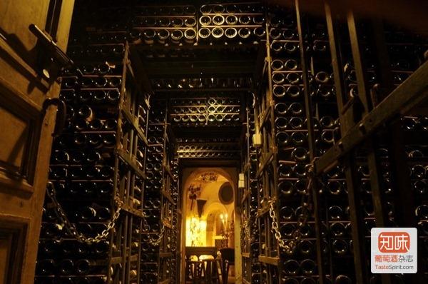 巴黎银塔餐厅(Tour d'Argent)拥有全欧洲最大的地下酒窖,来源:Tour d'Argent