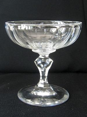圣朗博(Val Saint Lambert)制作的一款宽口香槟杯