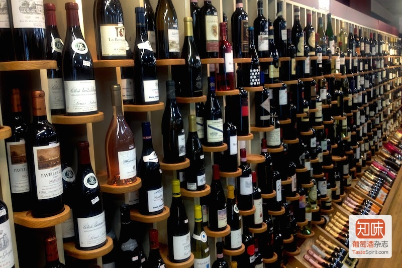 很多国外的酒,在国内同样可以买到,而且如果你知道在哪里买的话,价格也不会差别很多。