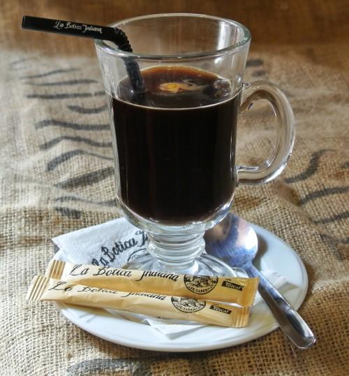 CAFÉ CARAJILLO 茴香酒咖啡 图片来源:www.laboticaindiana.es