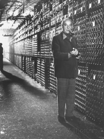 菲利普男爵在木桐酒窖里