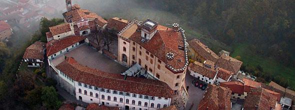 Castello Falleti,侯爵家族的城堡,巴罗洛地标。早年由侯爵夫人捐赠给慈善基金会,目前仍由基金会管理。这个城堡也出现在Marchesi di Barolo的酒标之上,图片来源:langheroero