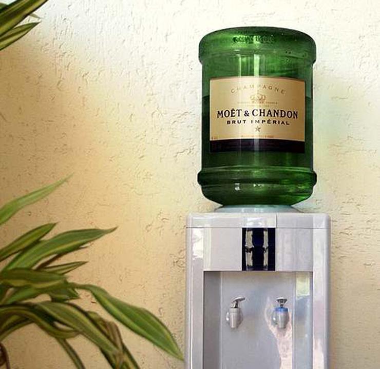我心目中的办公室最佳饮水机……当然,用哪一款香槟可以再商量