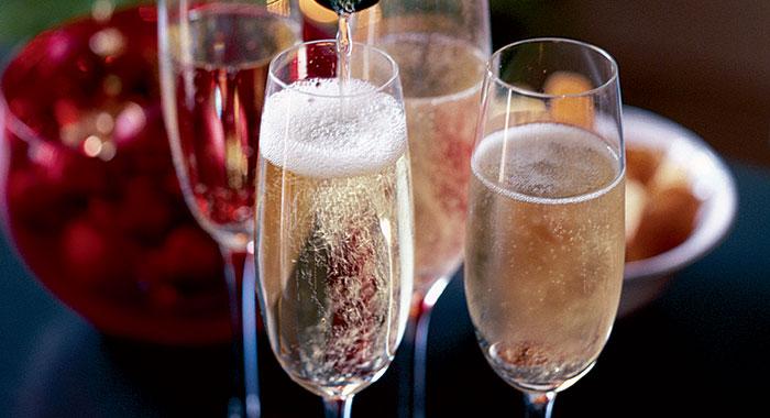 一直以来,冰镇的香槟是公认配餐能力最强的酒,和任何事物都能和谐相处