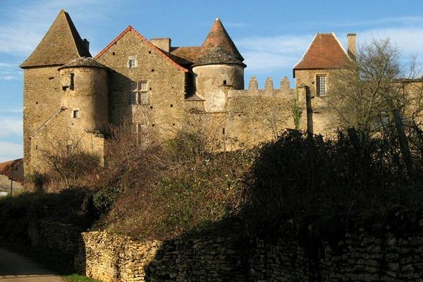 比西上弗雷的古堡(Château de Bissy-sur-Fley)