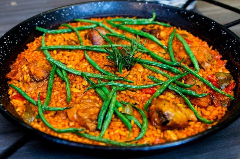 加入藏红花的西班牙烩饭
