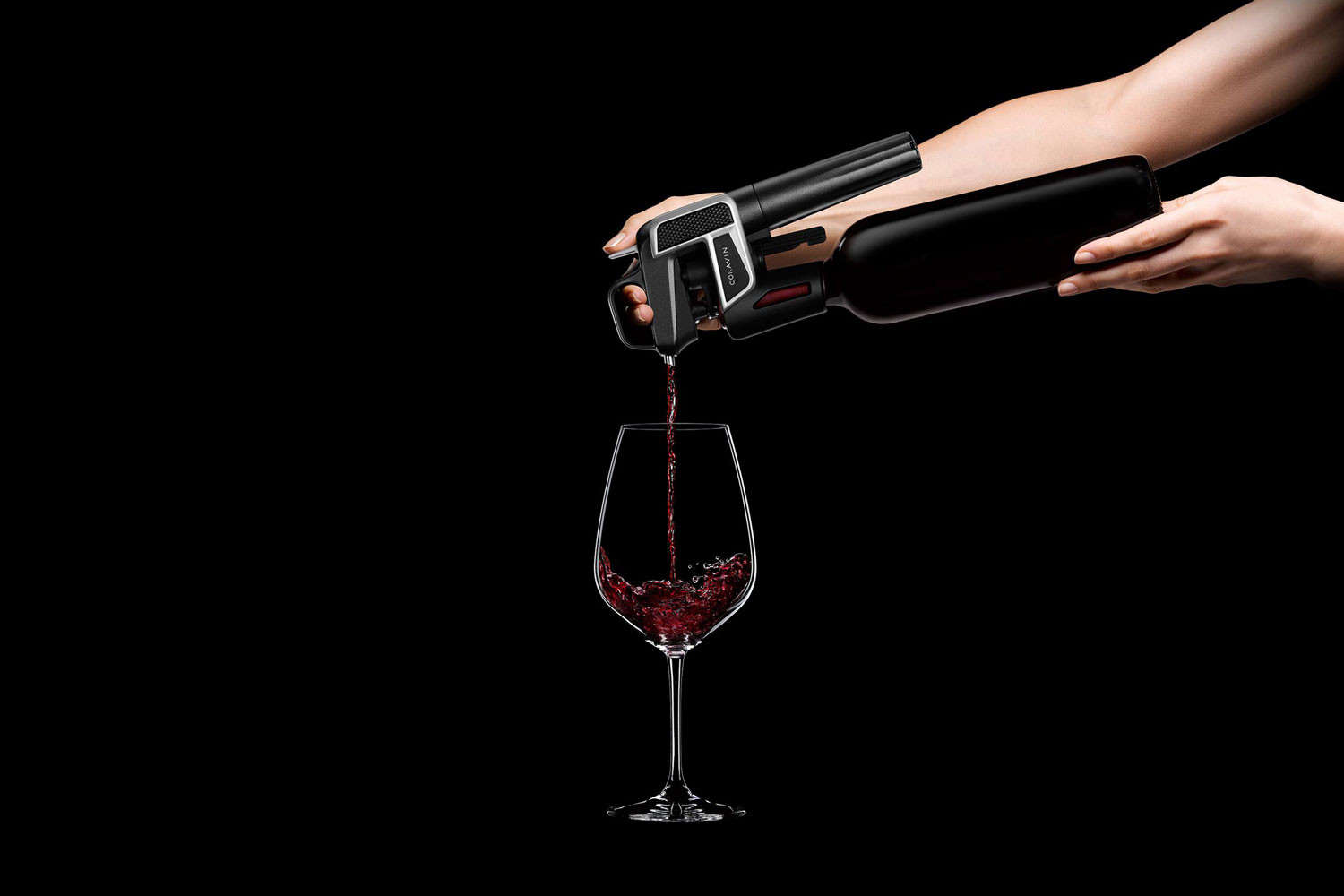 coravin-model-two-wine-opener-and-pouring-1500x1000