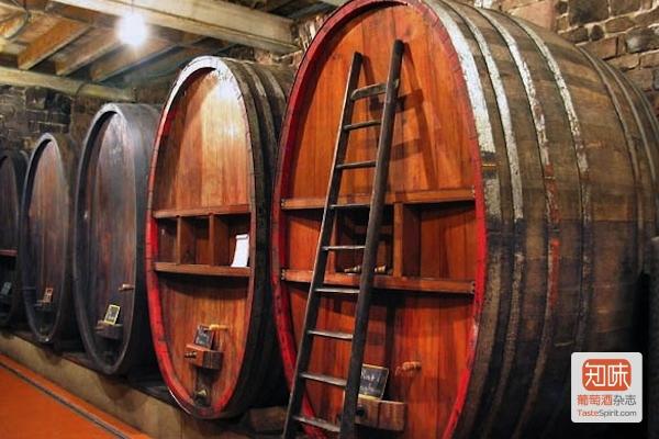 酒庄的阿尔萨斯传统的大橡木桶Foudre,图片来源:wineterroir