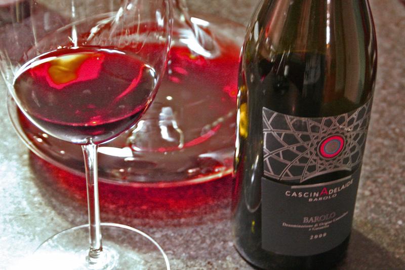 巴罗洛使用100%内比奥罗葡萄(Nebbiolo),是一种著名的浅色葡萄品种