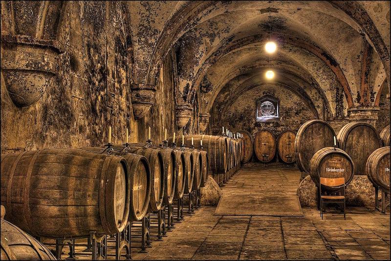 艾伯巴赫修道院(Kloster Eberbach)拥有300年历史的酒窖,图片来源:fotocommunity.de