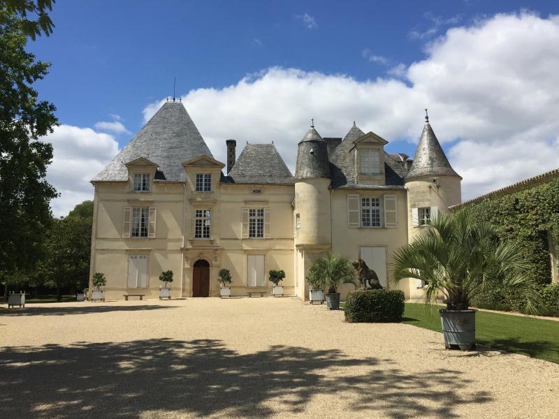 格拉夫贝萨克-雷奥良名庄侯伯王酒庄城堡 (Château Haut-Brion)