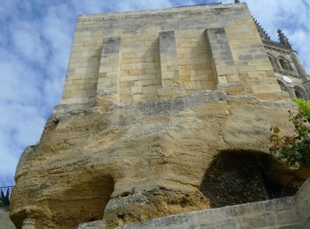 圣爱美隆地下都是海星石灰石,古城便是用这种乳白中透金黄的石头建的