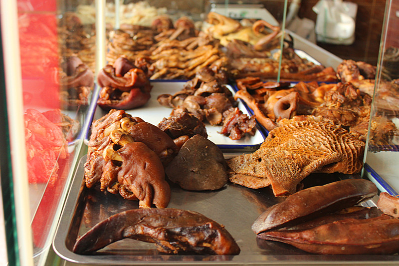 腌腊制品,始终占据着卤菜店的半壁江山,图片来源:巴巴