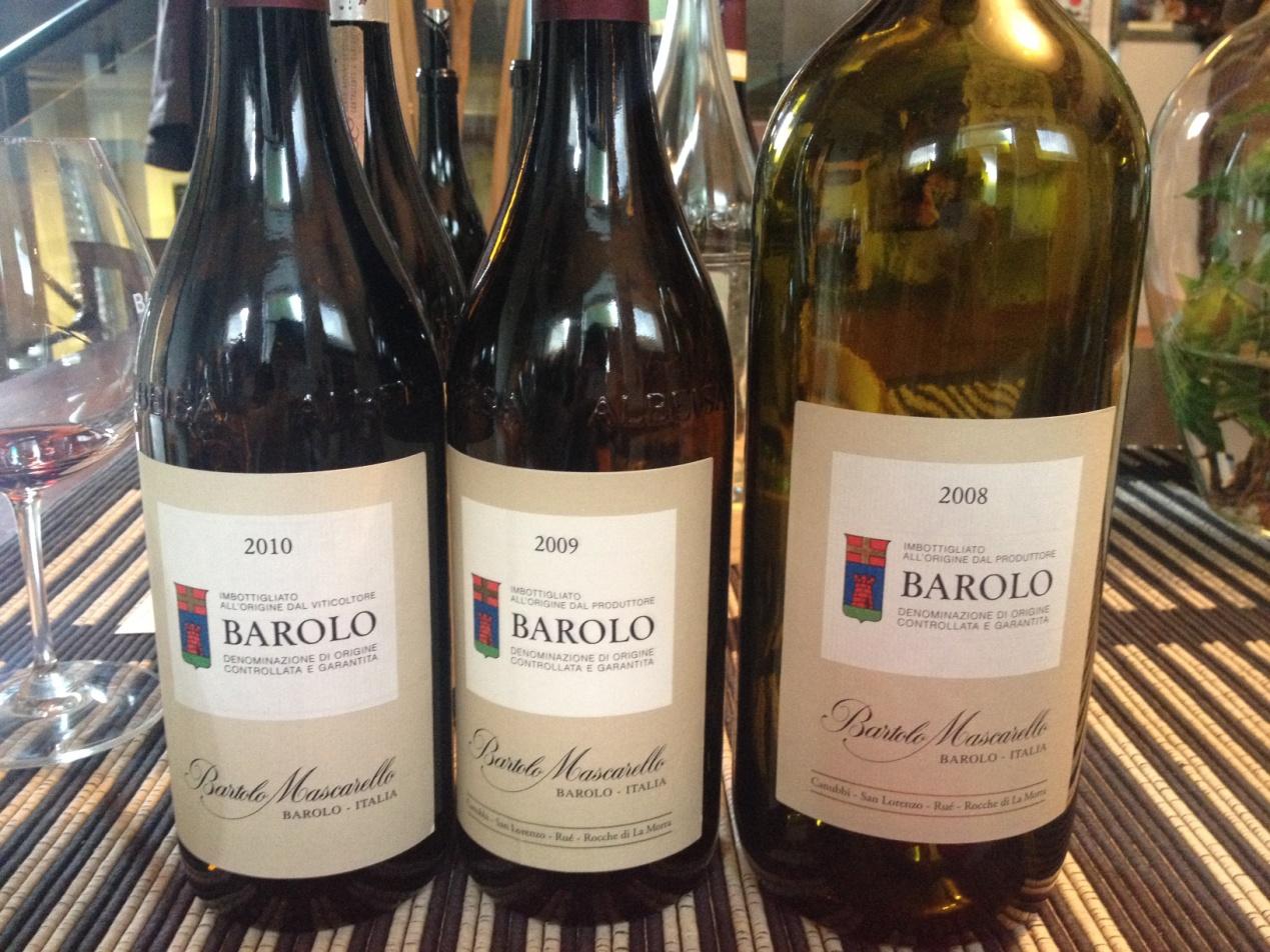 酒庄常规的Barolo酒标,图片来源:施晔