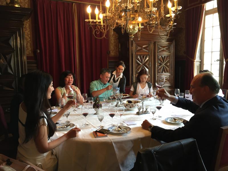 巴特利城堡 (Chateau Batailley) 庄主波尔多1855列级评议会主席 Philippe Castéja先生请大家共进午餐