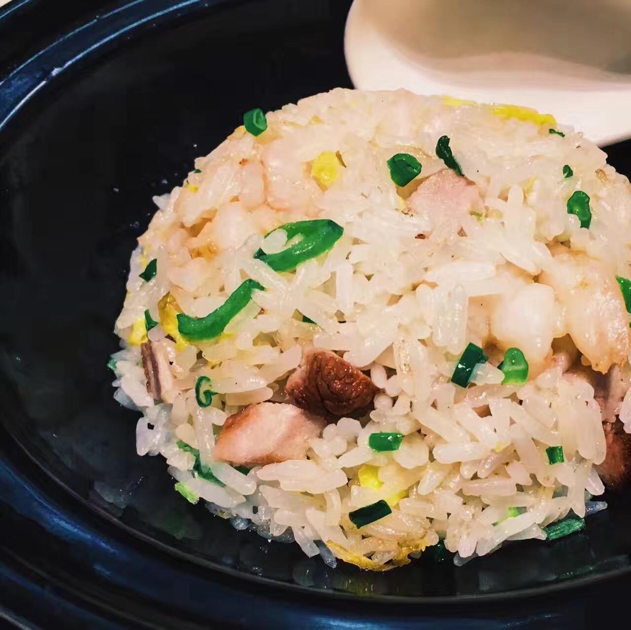 手剥鲜虾炒饭