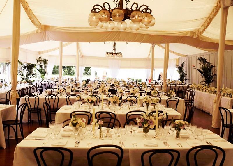 婚礼用餐的帐篷,来源:Vogue