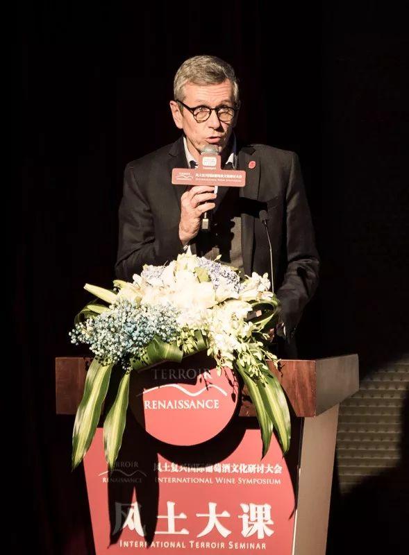 波尔多右岸圣爱美隆列级名庄联合会主席、Chateau Fonroque和Chateau Mazeyres的庄主阿兰·莫伊克斯(Alain Moueix)
