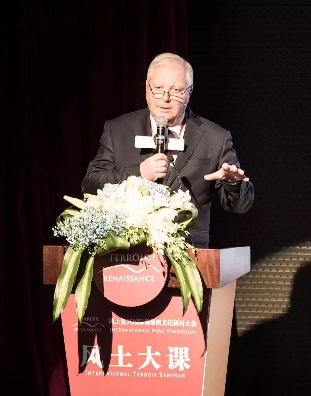木桐酒庄总经理兼总酿酒师Philippe Dhalluin