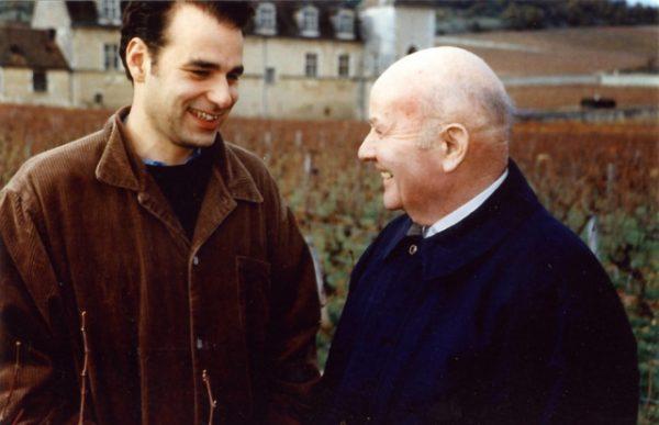"""年轻的让-尼古拉·米奥(Jean-Nicolas Méo)和""""勃艮第酒神""""老师亨利·贾叶(Henri Jayer)在一起"""