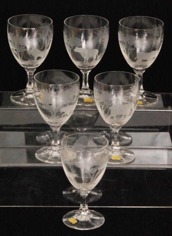 20世纪中期,动物雕花水晶酒杯