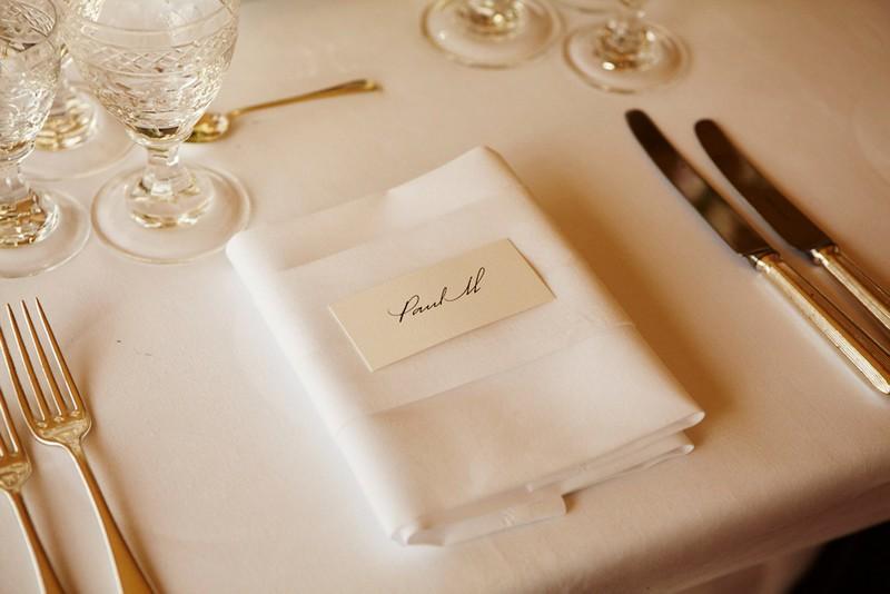 餐桌布置的细节,来源:Vogue