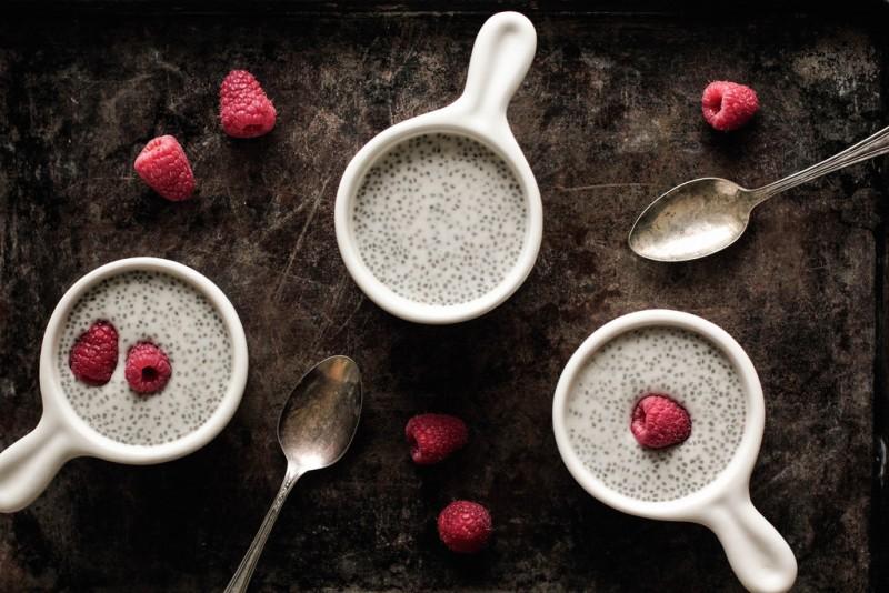 撒了香草籽和水果的酸奶便是非常华丽的甜点了,图片来源:pastryaffair