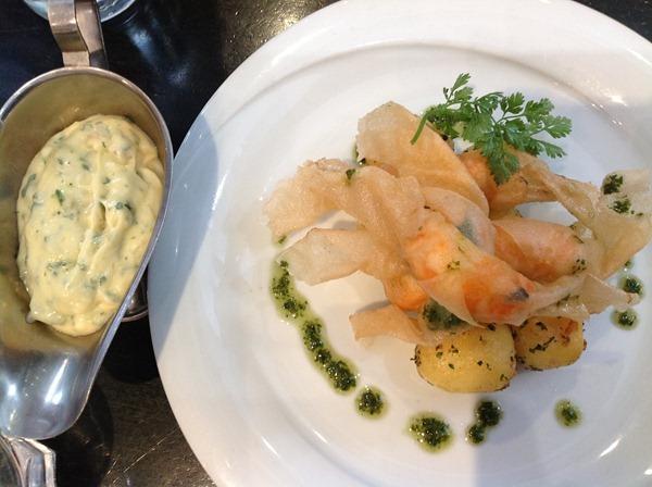 淡水螯虾(Papillottes de langoustines, aromatisées au basilic, riz basmati au pistil de safran 28€)