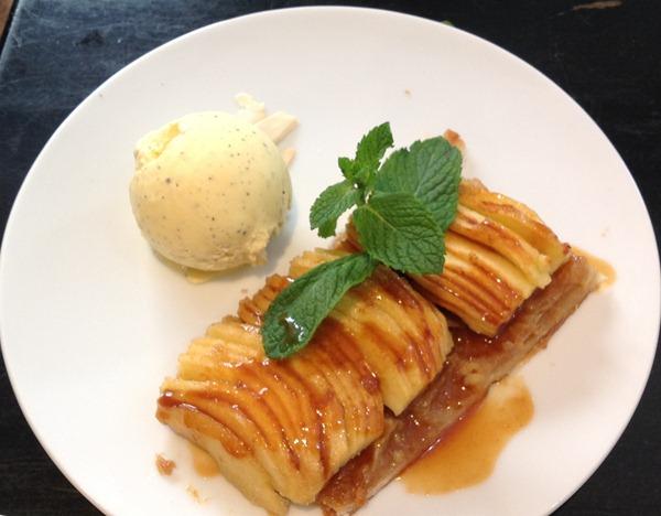 苹果派加香草冰淇淋(Tarte fine aux pommes 7€)