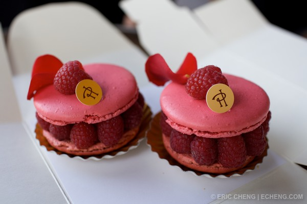 Rose and lichee macarons 图片来源:echeng.com