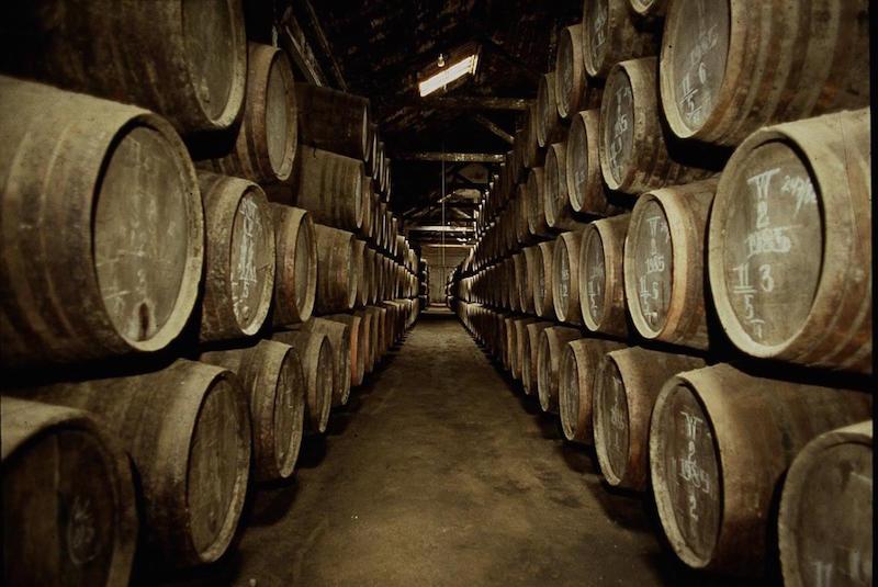 加亚新城(Vila Nova de Gaia)有很多波特酒厂在当地建立规模宏大的酒窖,图片来源:fellport.com