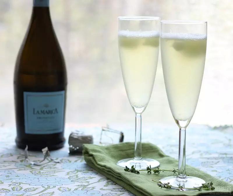 意大利著名的普罗塞克起泡酒,花香突出,果香四溢。图片来源:cilantropist.blogspot.nl