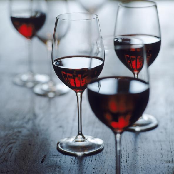 红葡萄酒都含有单宁酸,对于初学者来说,这带来的涩感在初期很难接受。