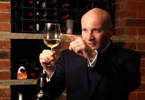 唔,就倒那么多啦 图片来源:winefolly.com