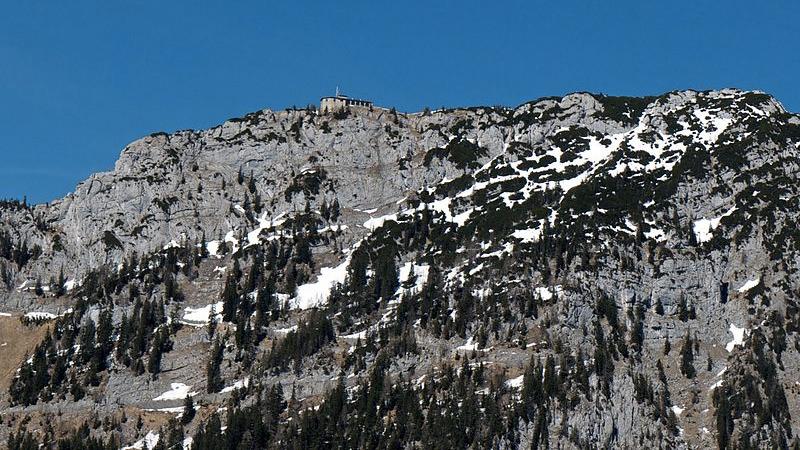 """山顶就是希特勒的""""鹰巢"""""""